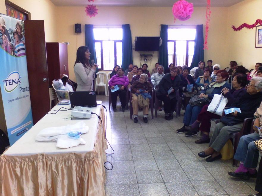 Gloria C. en una charla